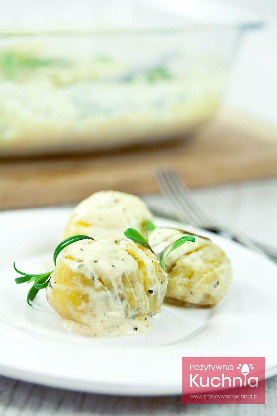 Zapiekanka ziemniaczana po szwedzku - #przepis na #ziemniaki po szwedzku zapiekane w sosie śmietankowym  http://pozytywnakuchnia.pl/ziemniaki-po-szwedzku/  #kuchnia #obiad