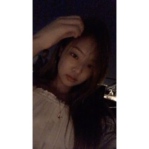 [IG] 170223 blackpinkofficial: #BLACKPINK#JEN#200DAYSSINCEDEBUT#THANKYOU #BLINK In the future, we will still be with our shining BLINKs✨ Beneath the beautiful night sky thank you my blinkers for being here since day 1. too much love for everyone Trans: poopheyy