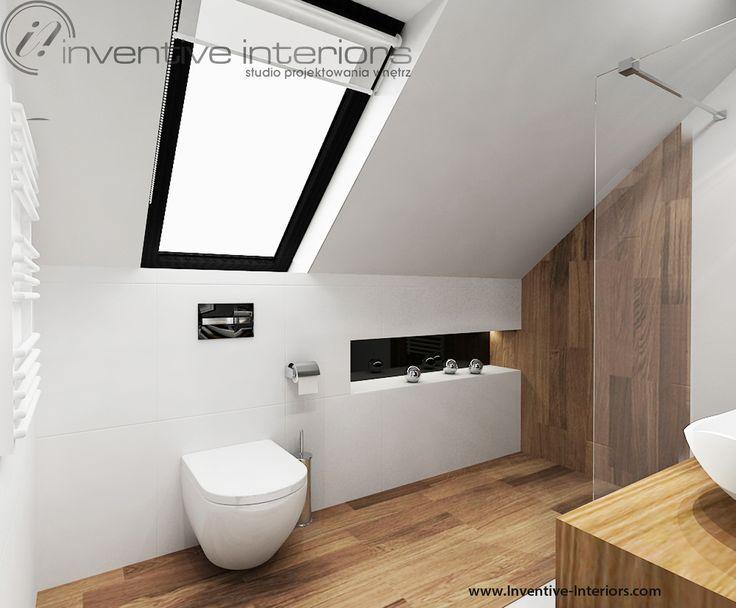 Projekt łazienki Inventive Interiors - miska wc pod skosem w białej łazience z dodatkiem drewna