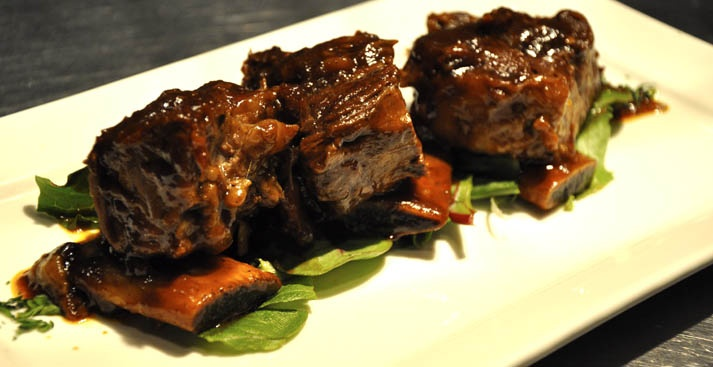 Bistro Grill 21, reconnu pour leur bout de côtes de boeuf & offre des #coupons sur RestoMontreal.ca /  Bistro Grill 21, known for their short #ribs & offers coupons on RestoMontreal.ca