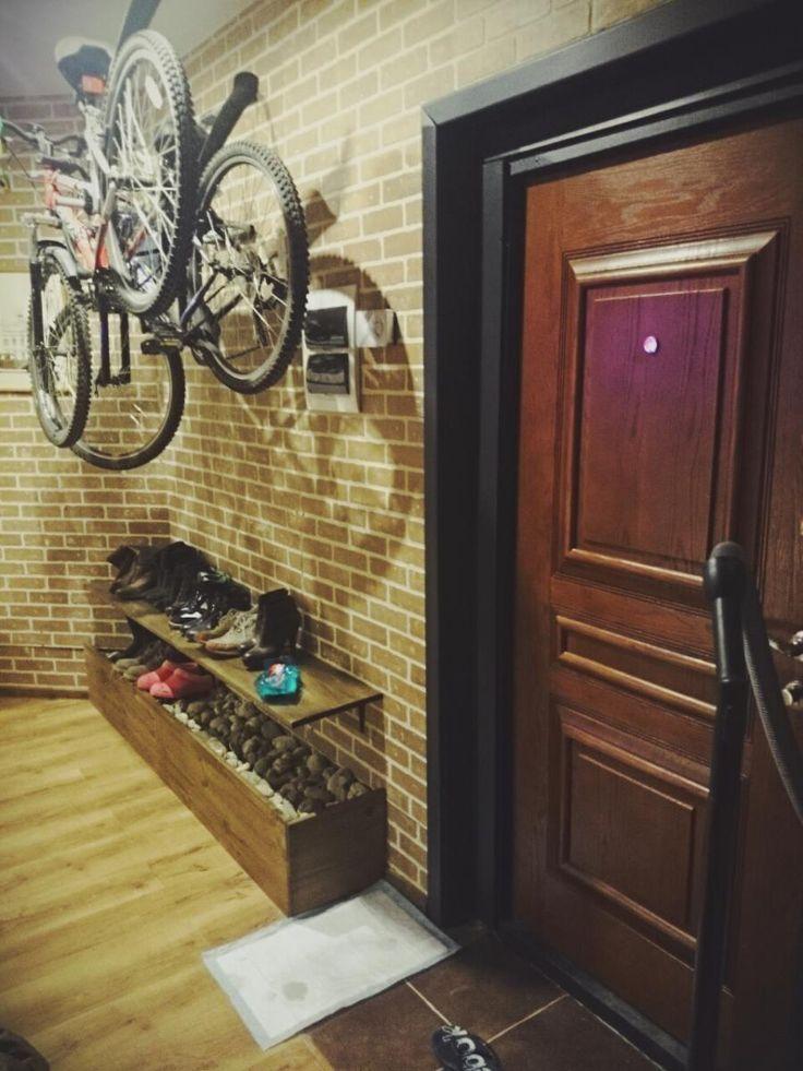 Лофт с элементами эко, дизайн прихожей, хранение велосипедов