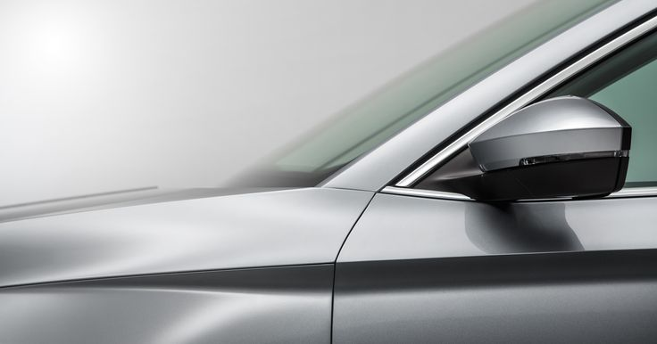 The 'wing line' which runs under the tornado line exposes the striking wheel arches and places even more emphasis on the organic body of the car #skoda #newskodasuperb #superb