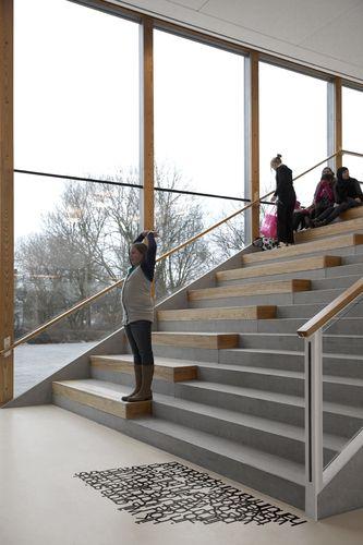 Escada + patamar - declive school 03, Amstelveen, Holandia i29 | Interior architects, Snelder Architects