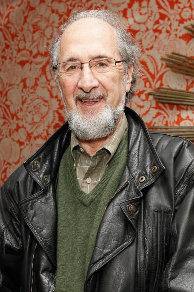 Richard Libertini, veteran character actor known for his manic roles in movies such as The In-Laws, Fletch, Best Friends and All Of Me, died January 7, after a two year battle from cancer. He was 81years old. Included in his 5 plus decade career were many television roles on Charlie's Angels, Soap, Police Story, The Jeffersons and The Mary Tyler Moore Show. (635×953)