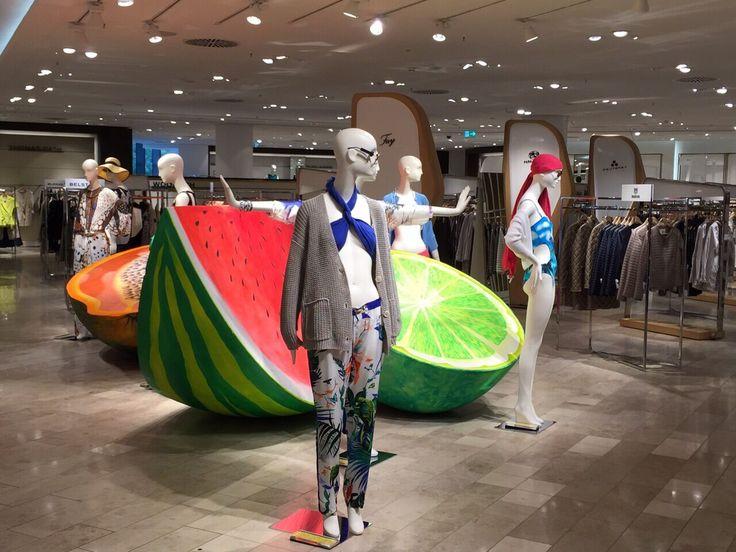 EINE PULSIERENDE VERBINDUNG AUS KUNST UND RETAIL     Visual Merchandising WorldVisual Merchandising World