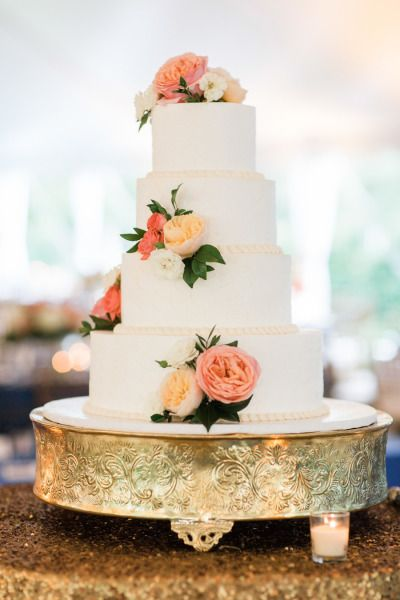 Classic white wedding cake: http://www.stylemepretty.com/colorado-weddings/denver/2015/01/08/elegant-backyard-summer-wedding/ | Photography: Rachel Havel - http://rachelhavel.com/