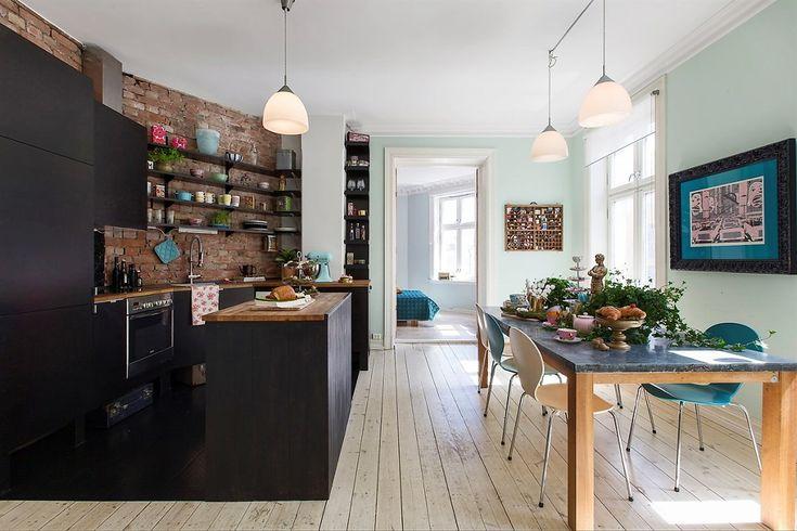 Black kitchen. Open dining area. A delightful apartment in Oslo. Via decordemon