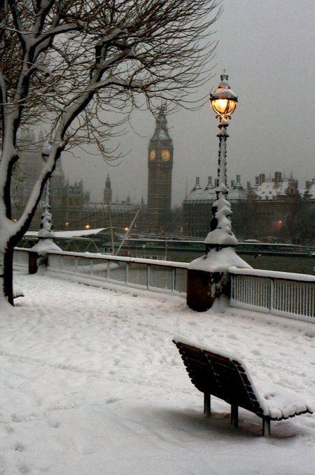 London, England.- http://www.londonvacationsguide.com/