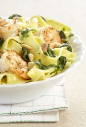 Tagliatelle met spinazie en scampi's