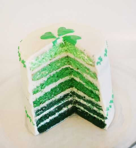 St. Paddy's Day green ombre cake!: Desserts, Ombre Cakes, Layered Cakes, Green Cakes, Saint Patrick'S, St. Patrick'S Day, Rainbows Cakes, St Patrick'S Day, Birthday Cakes