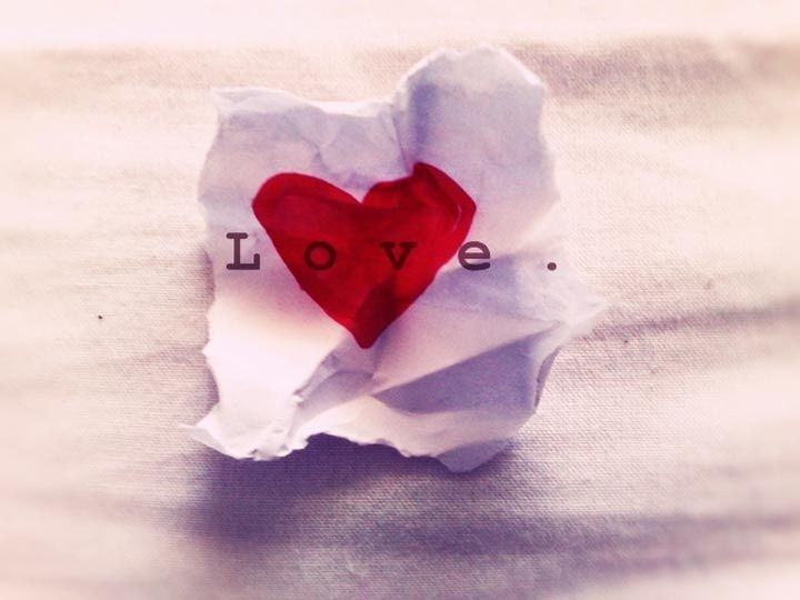 """Nelle relazioni ho sempre preferito essere compresa che capita. Già dall'etimologia latina dei due verbi, sbuca il loro significato originario: """"comprendere"""" vuol dire abbracciare, """"capire"""" vuol dire prendere."""