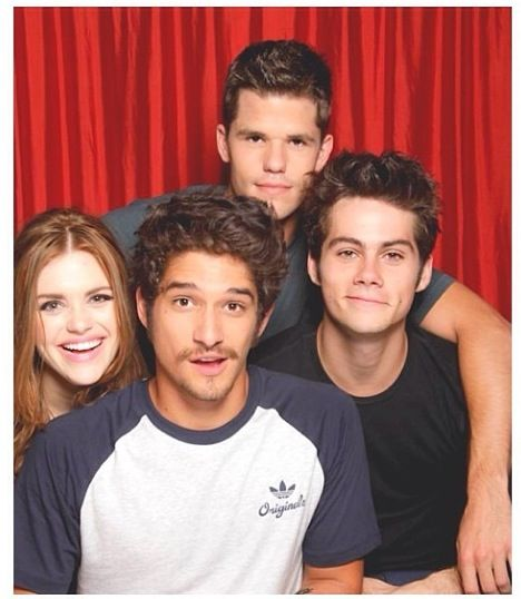 Teen wolf. SO SO CUTE - Holland Roden, Tyler Posey, Max Carver, and Dylan O'Brien
