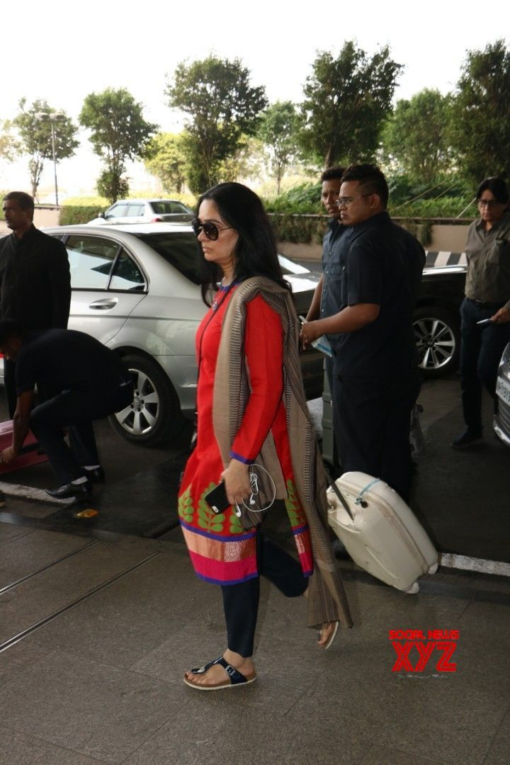 Mumbai: Padmini Kolhapure seen at airport - Social News XYZ