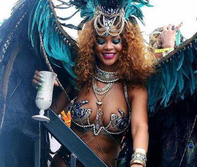 ACONTECE: Rihanna se joga no carnaval
