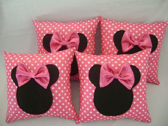 almofada minnie rosa  tamanho 30 x 30    pedido mínimo de 10 unidades R$ 15,90