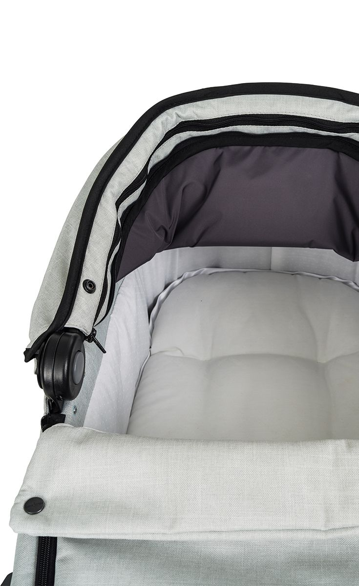My carrycot is super soft and safe for our smallest passengers • • • The NXT Carrycot by Emmaljunga is compatible with all the NXT strollers, we use the best and safest materials to provide a comfortable and safe nap for your baby. Use the carrycot between 0-6 months. #emmaljunga #NXT90 #NXT90F #NXT60 #NXT60F #stroller #kinderwagen #barnvagn #cochecitos #pregnant #gravid #schwanger