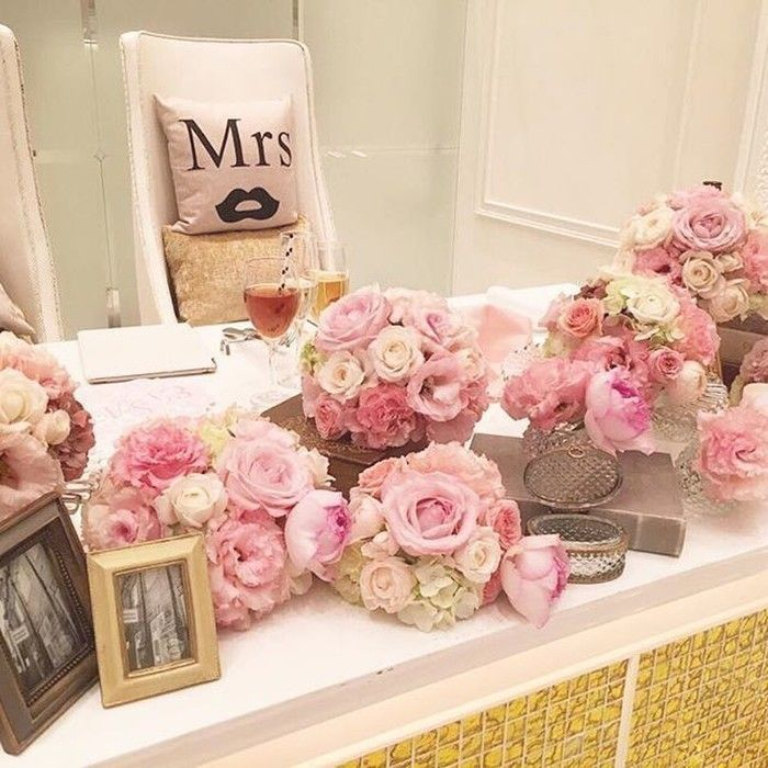 会場のテーマカラーはピンク×アイボリーでアンティーク調を目指したというご新婦さま。高砂のお花はピンクが7、アイボリーが3の割合でリクエストされました*甘くなりすぎないようにピンク、ベビーピンク、アイボリー、ベージュを使ってもらったんだとか♡