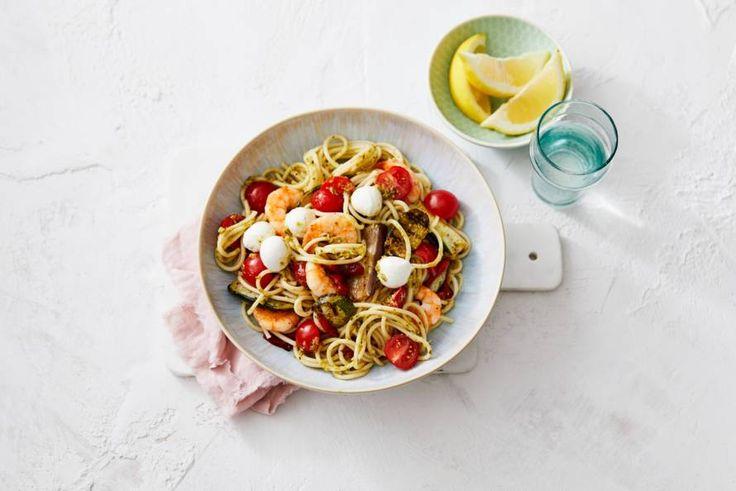 Niets zo Italiaans als pasta pesto. Daar krijgen we nooit genoeg van!- Recept - Allerhande