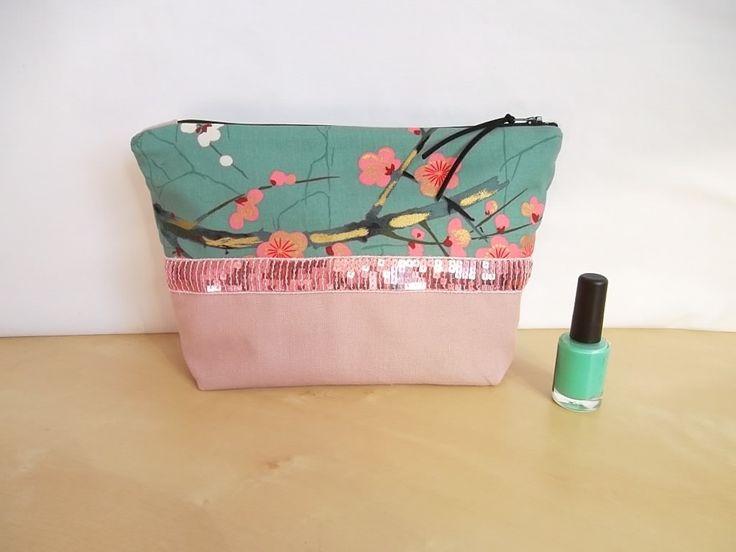 trousse multifonction, maquillage ou autre, faces différentes, Cerisier japonais et sequins roses : Trousses par chipylene