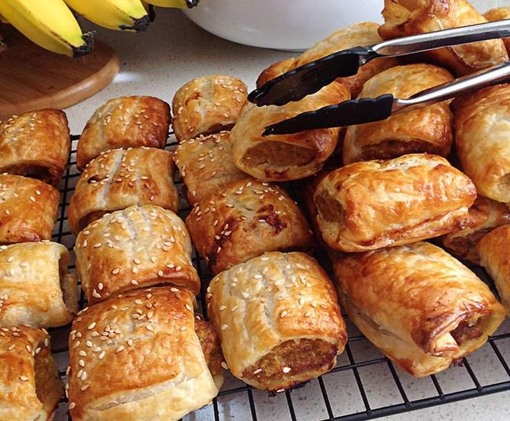 Recipe Crowd Pleaser Sausage Rolls by NicolePearce - Recipe of category Baking - savoury