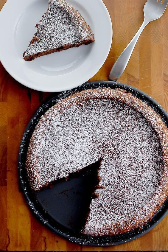 A 6-Ingredient flourless chocolate cake recipe. Great for entertaining!