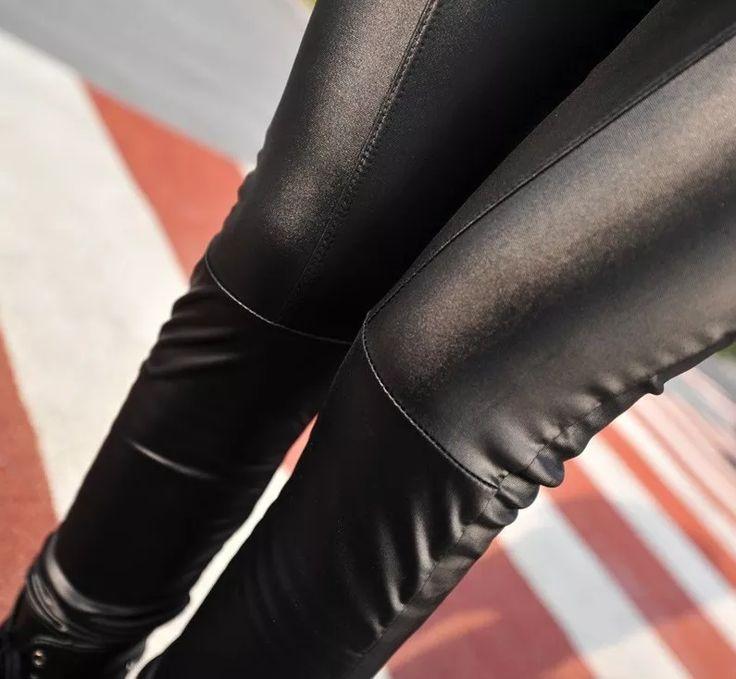 calça legging  falso couro preta estilo disco
