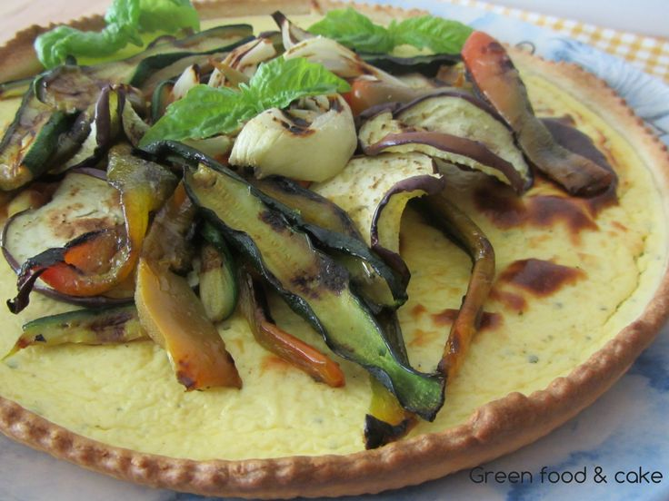 Crostata con crema di robiola e verdure grigliate, qui trovate la ricetta http://blog.giallozafferano.it/greenfoodandcake/crostata-con-crema-di-robiola-e-verdure-grigliate/