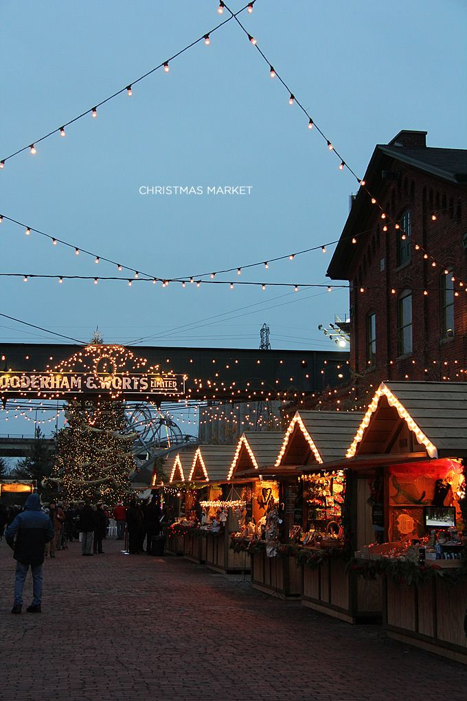 .~Toronto Christmas Market at the Distillery District~.