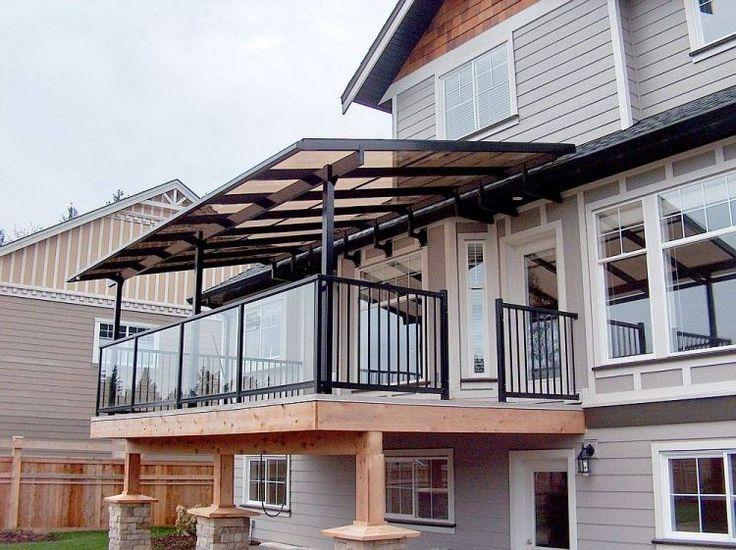 toiture transparente pour terrasse en verre fumé et alu noir