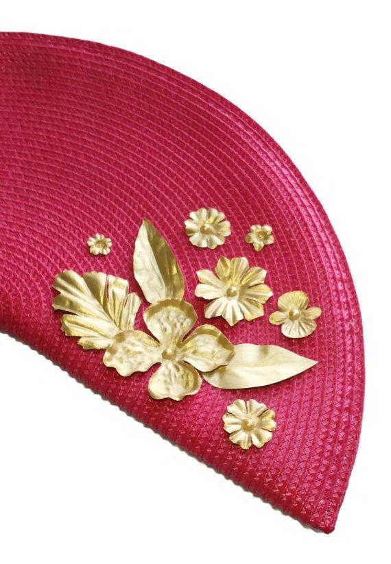 Red evening bag. Fan handbag. Gold and red por HaveaFlowerDay
