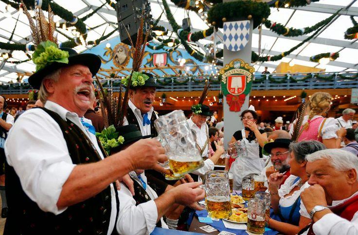 """19 Eylül- 4 Ekim: """"Oktoberfest"""" (Münih-Almanya): Bira, Alman kültürünün en önemli ögelerinden biridir. Bu kültürün zirve yaptığı yer ise her yıl Almanya'nın Münih kentinde düzenlenen ve """"bira festivali"""" olarak da bilinen Oktoberfest'tir. Oktoberfest, Almanya'nın Bavyera bölgesinin en önemli aktivitesidir. Bavyera kültürünü tüm dünyaya tanıtmıştır. Geleneksel Bavyera kıyafetleri, yani erkekler için tüylü şapka ve şort tulum, kadınlar için kareli ve göğüs dekolteli elbiseler Oktoberfest'in"""