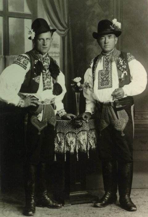 Obec Hradčovice :: Kroj 1932