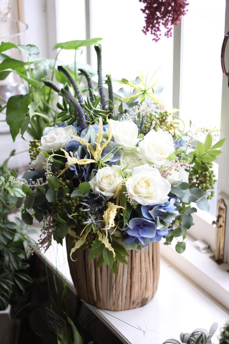 フラワーアレンジメント/あじさい/バラ/ルテア/山牛蒡/スマートエイリアン/花どうらく/花屋/http://www.hanadouraku.com/flower arrengement/