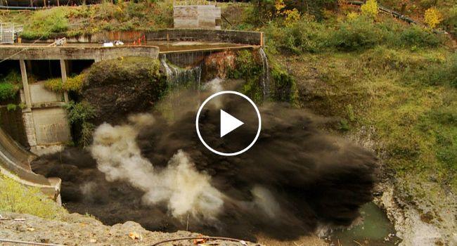 Impressionante Drenagem De Barragem Em 2 Minutos Com Incríveis Explosões