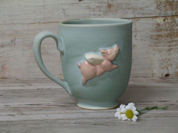 Flying Pig mok - Super schattig - koffie thee - Hand made mokken & aardewerk door Heidi door Heidishoppe op Etsy https://www.etsy.com/nl/listing/462292225/flying-pig-mok-super-schattig-koffie
