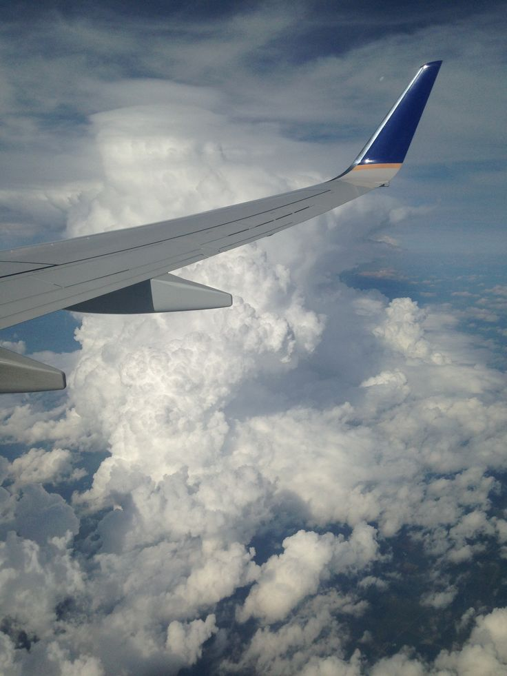 United 737-800 wing view