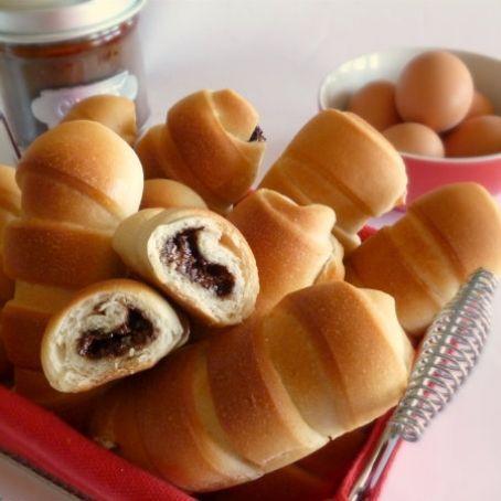 Flauti con la nutella o paninetti dolci.