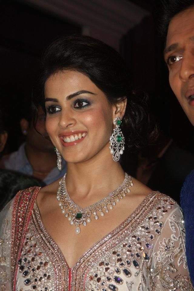 genelia d'souza stunning jewellery set, anybody knows the designer or the brand of her jewellery?