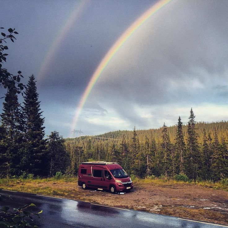 If you ever wondered what's at the end of the Rainbow.... Bjørn! #awesome #vanlife #norway #rainbow #doublerainbow #campervan #nature #miracle #grizzlybjørn #vannomaden #digitalnomads #instatravel #roadtrip #ontheroad #sky #forest #mountains #carsofinstagram #pictureoftheday #instagood #vanlifemoment #vanlifediaries