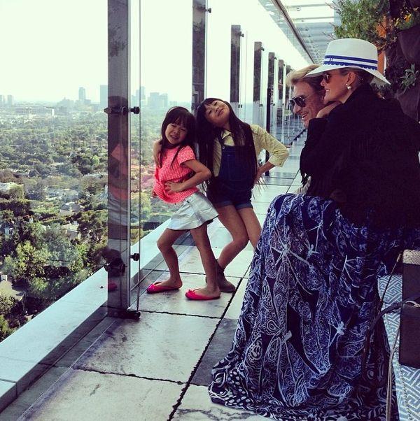 Photos : Johnny Hallyday : Comblé Par Les Femmes De Sa Vie !