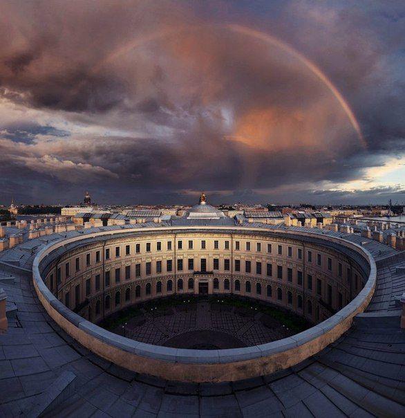Академия Художеств и радужный мост в Петербурге