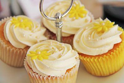 Annettes kager og andre lækkerier: Citron cupcakes med citron frosting