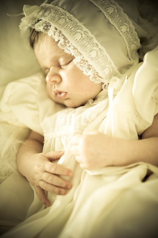 Newborn portraits shoot location gulfport ms shown here in vintage newborn photographer in mobile al