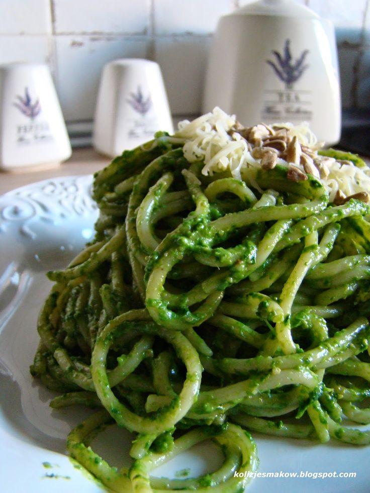 Pesto szpinakowe z nasionami słonecznika i olejem rzepakowym.