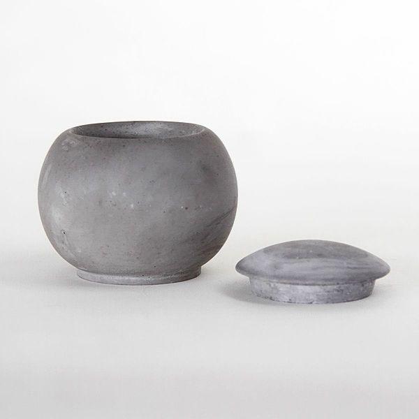 EC20 CONCRETE VESSEL+POT ↔7.0cm ↑9.0cm. Grey matte concrete vessel+pot. High quality handmade objects Designed+Made by Decovery | Essential Details.