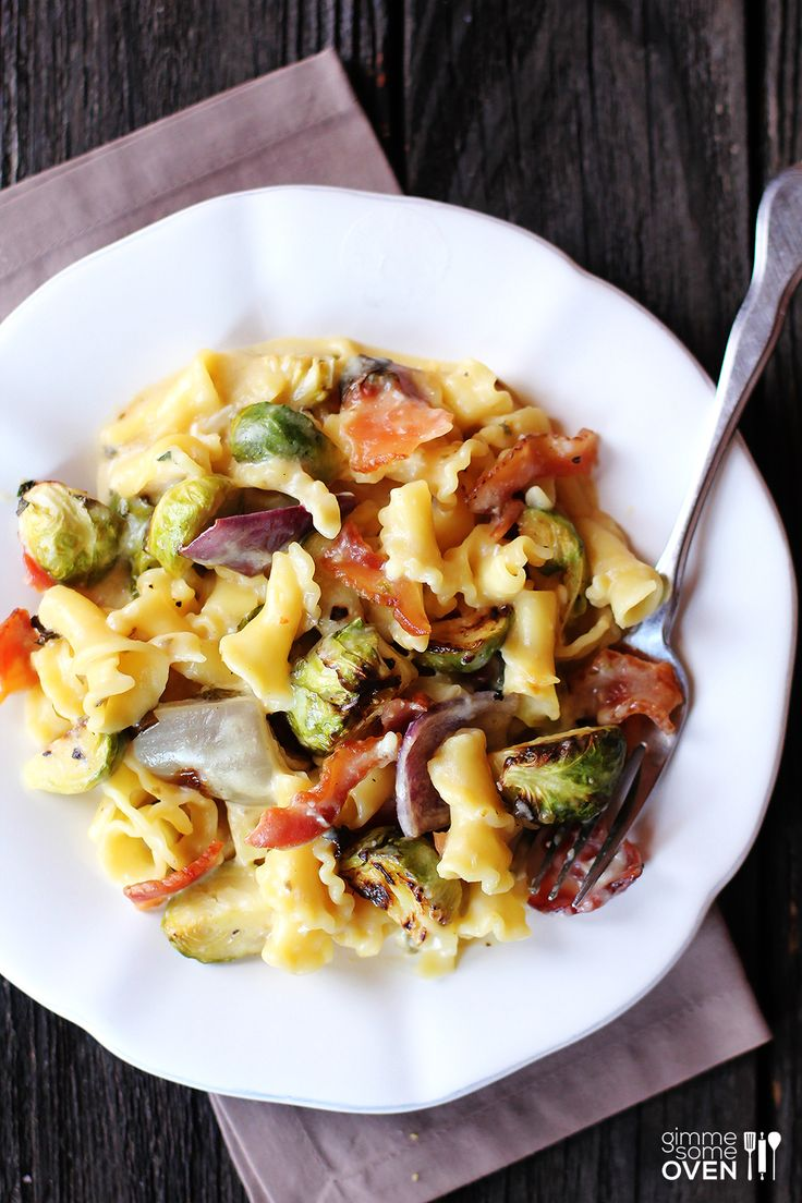 Brussel Sprouts, Bacon & Pepperjack Macaroni & Cheese | gimmesomeoven.com