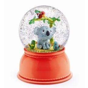 Nachtlamp koala van Djeco. Engeltjes & Draken  Maken ze dan echt alleen maar leuke artikelen bij Djeco?  Wat dacht je van dit nachtlampje koala? Het magische van een sneeuwbol gecombineerd met een nachtlamp die van kleur wisselt en na 2 uur vanzelf uitgaat. Schudden is niet nodig, als je de lamp aanzet gaan de sneeuwvlokken vanzelf bewegen.