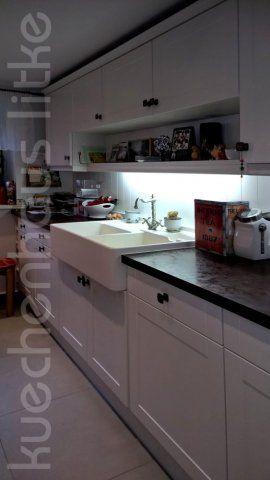Landhaus küche weiß lackiert spülstein villeroy boch arbeitsplatte rosteisen optik countrykitchen