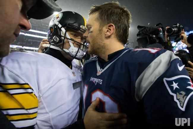 New England Patriots quarterback Tom Brady (12) shakes hands with Pittsburgh Steelers quarterback Ben Roethlisberger (7) after the Patriots…