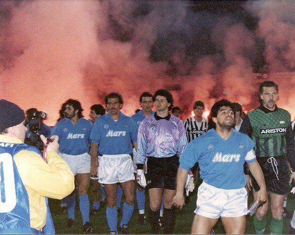 Let the game begin: Napoli vs Juve (1989) #SSCNapoli #Juventus #maradona